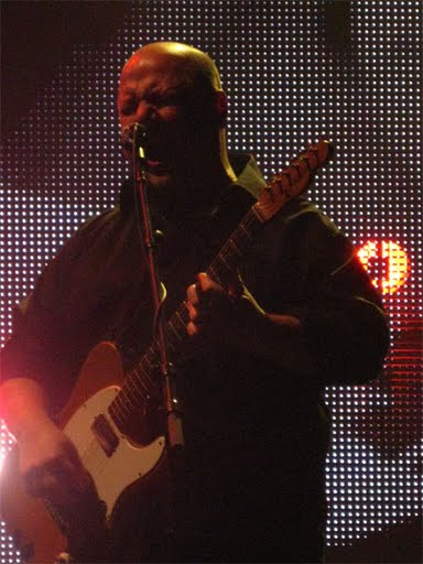 Post image for Photo Gallery and Video: Pixies at The Fox Oakland, 11/8/2009