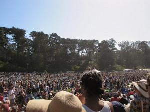So, this is the kind of crowd you get to see a retired amusement park employee play banjo? San Franciscans are weird...