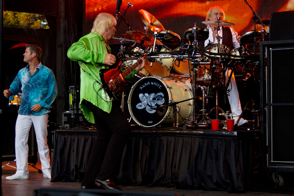 Benoît David, Chris Squire and Alan White of Yes