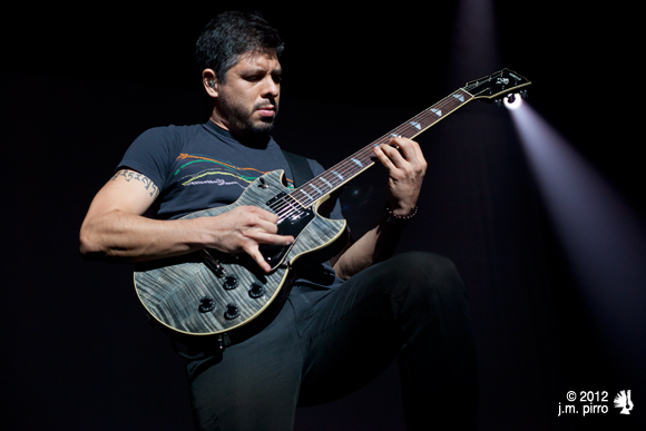 Rodrigo Sánchez on electric guitar