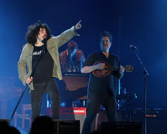 Mr. Duritz and David (on mandolin) rock out.  Credit to Daniel Gluskoter/dgpics.com, and thanks!