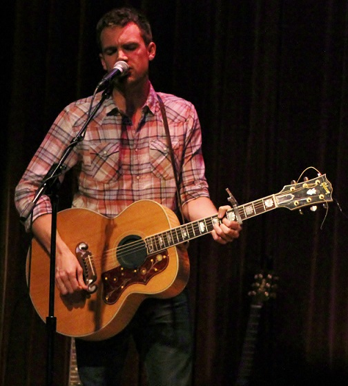 Tyler Hilton is so pretty.