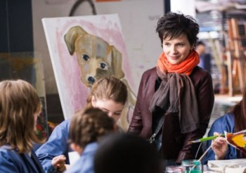 The orange scarf is a giveaway that Juliette Binoche is a hip art teacher.