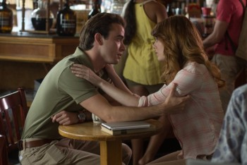 Roy (Jamie Blackley) and his girlfriend Jill (Emma Stone) have a heart-to-heart.