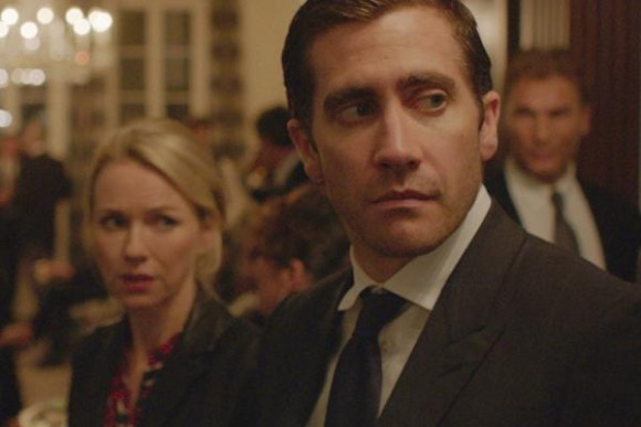 New friends Karen (Naomi Watts) and Davis (Jake Gyllenhaal) find themselves in a tense situation.