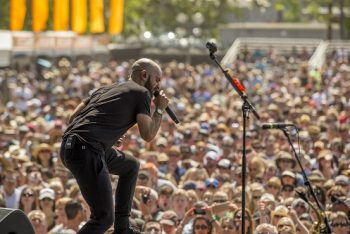 X Ambassadors' frontman Sam Harris flexes his vocal prowess for the crowd. (Photo credit: BottleRock Napa Valley / Latitude 38 Entertainment)