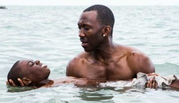 Little (Alex R. Hibbert, l.) learns to swim from Juan (Mahershala Ali), a drug dealer who becomes a mentor and protector.