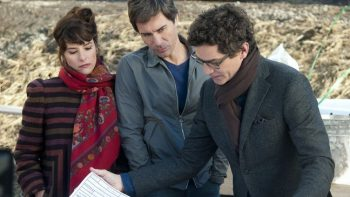 Drew (Parker Posey) and her husband Colin (Eric McCormack, center), meet with seemingly brilliant architect Miles Moss (James Frain) to plan their dream home.