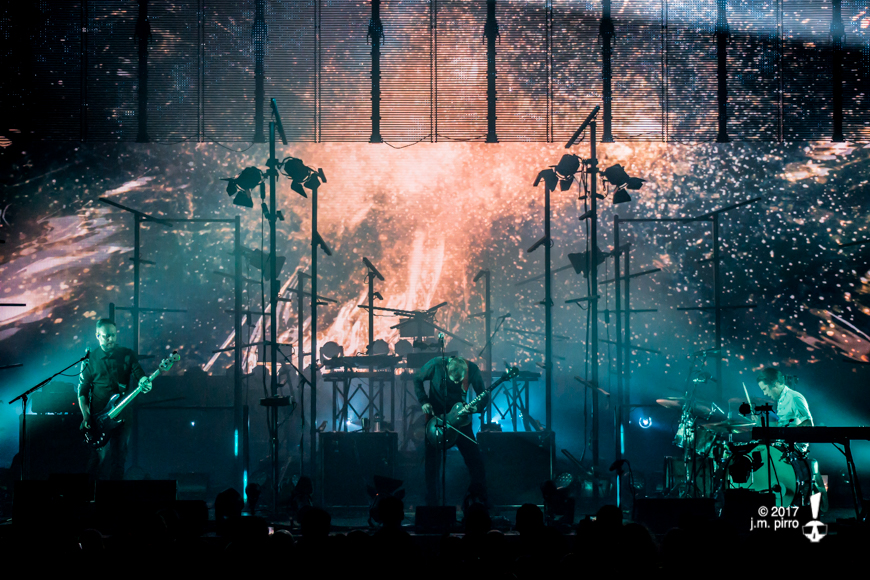 Sigur Rós beneath the moving screen