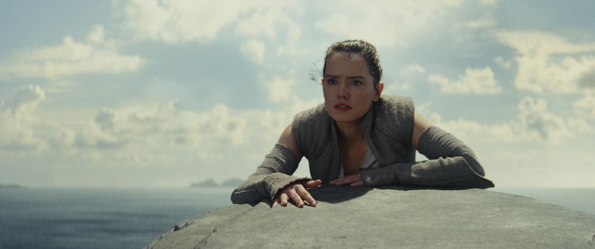 Rey (Daisy Ridley) struggles to understand her powers.
